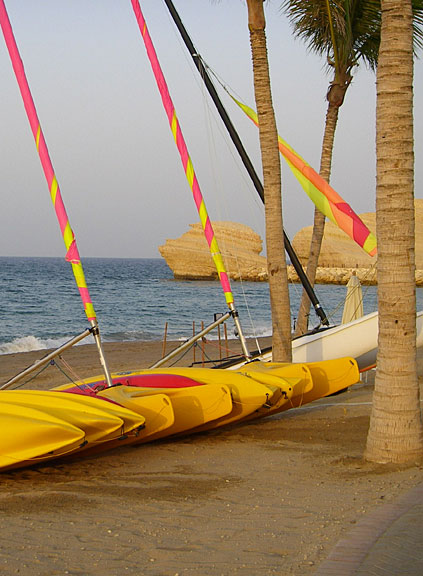 Segelboote am Strand in Oman